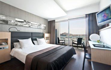 04-rooms-doubleroomdeluxe-seaview-01